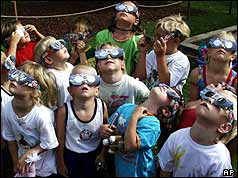 Children watch the 1999 eclipse