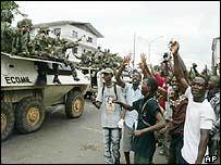 Liberian cheering West African peacekeepers