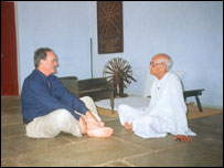 Sir Mark Tully with Chunnibhai Vaidya at the Ghandi Ashram