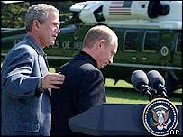 President Bush (L) and President Putin