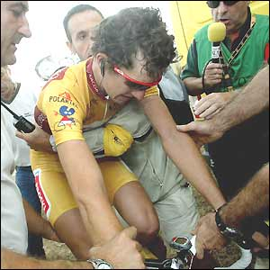 Isidro Nozal rides with his head bowed after losing the overall leader's gold jersey