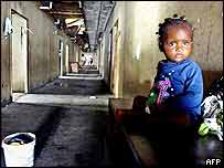 Little girl abandoned in a hotel