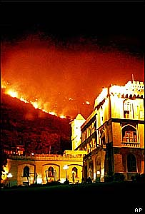 Fires threaten south Italian architecture