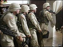 US troops conduct an operation in Iraq