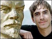 Simon Reeve with statue of Lenin