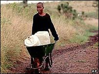 Child pushed wheelbarrow of water in Johannesburg