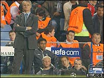 Claudio Ranieri watches on as his team lose to Besiktas while Glen Johnson, Eidur Gudjohnsen and Joe Cole look on from the bench
