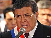 New Paraguayan President Nicanor Duarte Frutos delivers his inauguration speech, 15 August 2003