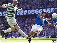 John Hartson's cross strikes the hand of Zura Khizanishvili