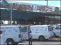 Машины скорой помощи на месте взрыва в Хайфе