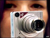 Three mega pixel digital camera