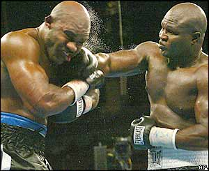Holyfield gamely tries to reassert himself but he is off the mark with a number of left hooks as Toney continues to press