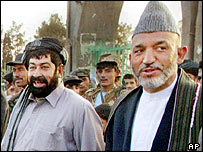 Afghan President Hamid Karzai (r) recently replaced Gul Agha Sherzai (l) as governor of Kandahar
