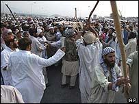 Supporters of Maulana Azam Tariq go on rampage in Islamabad