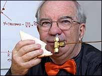Dr Len Fisher with a cheese sandwich and 'MSNose' - an aroma-measuring machine