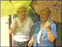 Mrs Worsley and her friend shielding from the gulls with umbrellas