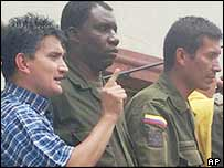 Mayor Orlando Hoyos (left) and Colombian police officers. Archive picture