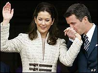 Mary Elizabeth Donaldson and Crown Prince Frederik make balcony appearance