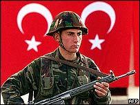 Turkish soldier on Iraq border