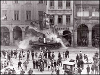 Soviet tanks enter Liberec main square