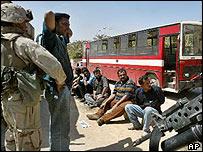 US troops guarding suspected looters in Baghdad