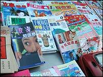 Mobile phone magazines (Image: Genevieve Bell)