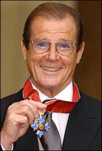 Sir Roger Moore outside Buckingham Palace