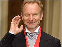 Sting outside Buckingham Palace