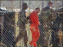 Prisionero en la base naval de EE.UU. en Guant�namo, Cuba.