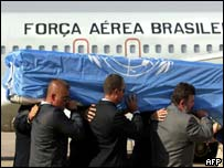 Bodyguards carry the coffin of slain UN envoy to Iraq Sergio Vieira de Mello at a ceremony before the coffin was put on a Brazilian air force jet
