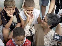 UN human rights envoy Asma Jahangir with Brazilian children