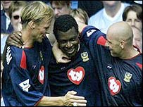 Yakubu Ayegbini is congratulated by Teddy Sheringham and Steve Stone