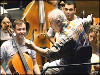 Daniel Barenboim talks to young musicians in the Maestranza theatre, Seville