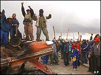 Protesters shout slogans against the Bolivian government on a road blockade near a gas plant in El Alto