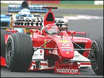 Schumacher drives back to the pits with a broken front wing early in the Japanese Grand Prix