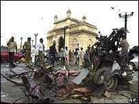 escena tras una de las explosiones cerca del histórico monumento
