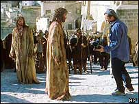 Mel Gibson (right) directing Jim Caviezel as Jesus (centre) in The Passion