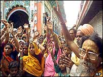 Hindu activists at the Hanumangari temple in Uttar Pradesh protest in favour of a Hindu temple at Ayodhya