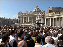 Crowds in St Peter's Square during the Angelus prayer
