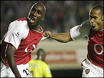 Sol Campbell and Thierry Henry celebrate for Arsenal
