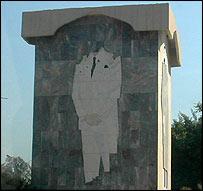 Damaged monument to Saddam Hussein