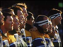 The Australia rugby union side sing the national anthem