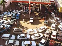 Fuel queue in Zimbabwe