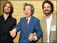 Junichiro Koizumi [C]], Tom Cruise [L] and director Edward Zwick