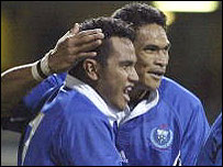 Samoa flanker Maurie Fa'asavalu is congratulated on his first try