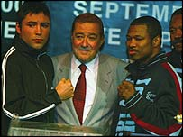 Arum with Oscar de la Hoya and Shane Mosley before their controversial fight