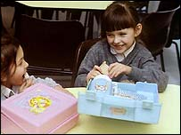 Children with their lunchboxes