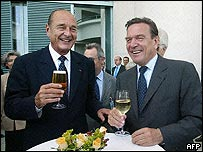 Jacques Chirac (l) and Gerhard Schroeder drinking together. Archive picture