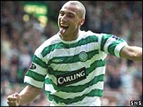 Henrik Larsson celebrates at Celtic Park