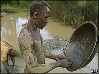 Congolese teenager panning for gold